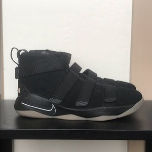 Lebron Soldier 11 GS(kids size 3)